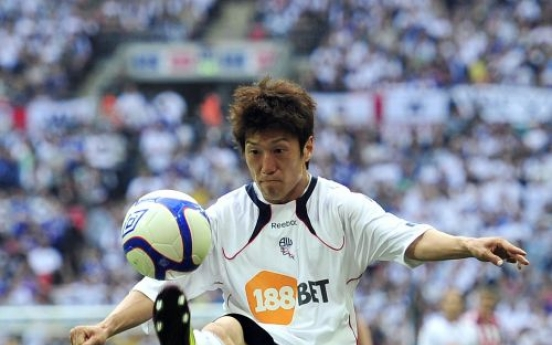 Lee, Bolton stumble out of FA Cup