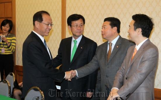 Junior lawmakers vow cooperation on FTA