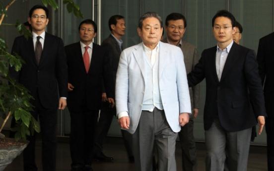 Samsung increasingly under siege, Lee says