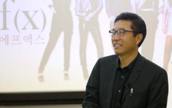 Lee Soo-man gives Hallyu lecture at Stanford
