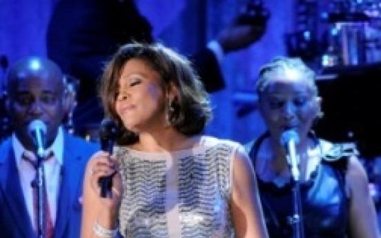 Whitney Houston voluntarily enters rehab