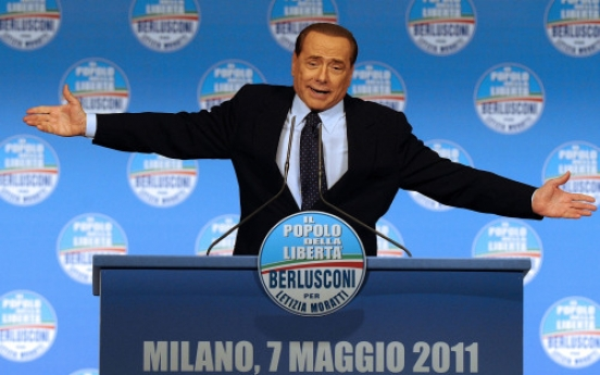 """Berlusconi calls his opponent """"smelly"""""""