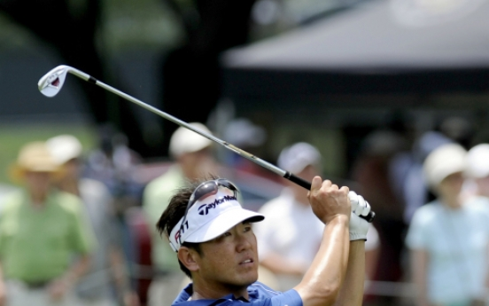 Wi surges into lead at Colonial