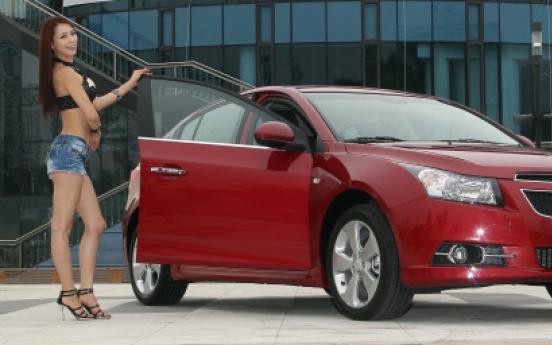 GM Korea unveils Cruze hatchback in Seoul