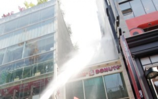 Fire hits building in downtown Seoul