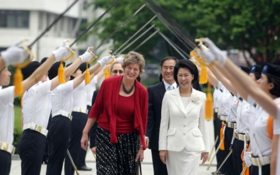 U.S. envoy meets female cadets at Sookmyung
