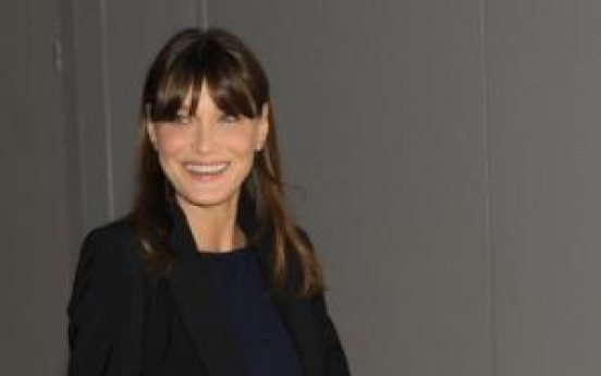 Carla Bruni, visibly pregnant, welcomes G8 wives