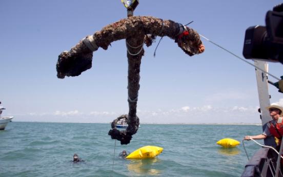 Blackbeard's anchor recovered off US coast