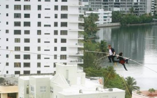Acrobat, mom reenact fatal Puerto Rico wire walk