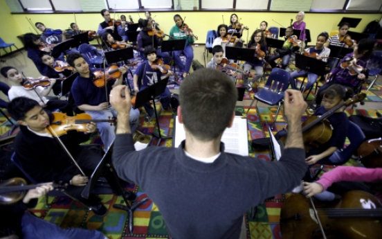 Chicago school fights to save orchestra amid cuts