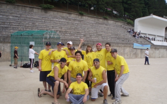 Softball match to help disabled in Busan