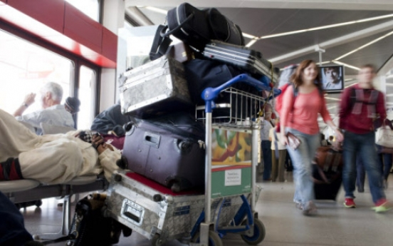 Thief hides in suitcase to steal bags in Spanish airport bus