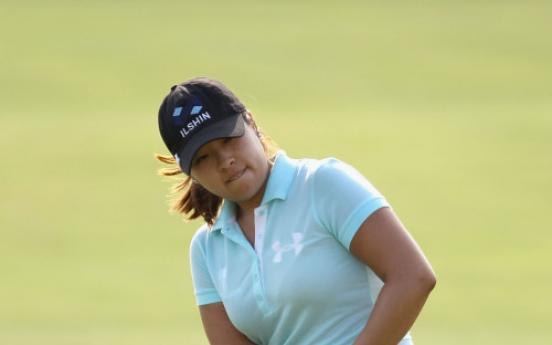 Mindy Kim takes lead at LPGA