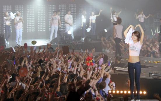Korean pop groups hold first concert in Paris