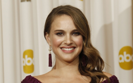Hollywood's Natalie Portman gives birth to a boy