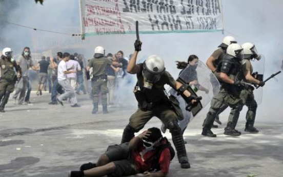 Greek riots, chaos hammer markets