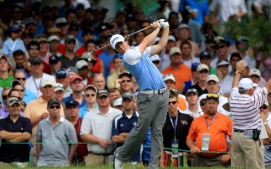 McIlroy carries 8-shot lead into final day
