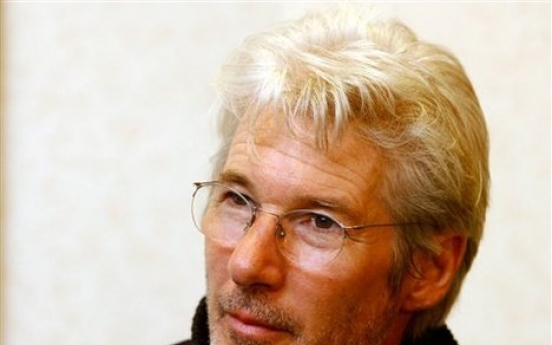 Richard Gere arrives in Korea for Buddhist experience
