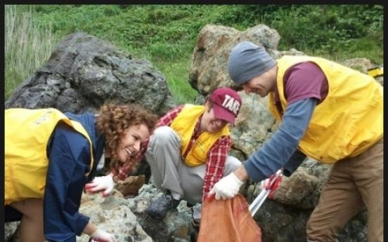 Volunteers join to clean Korea's coastline
