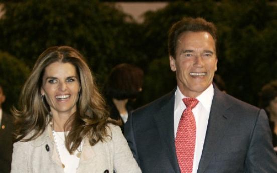 Shriver files papers to divorce Schwarzenegger