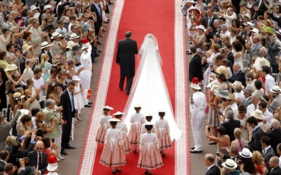 Monaco's prince weds bride in lavish ceremony