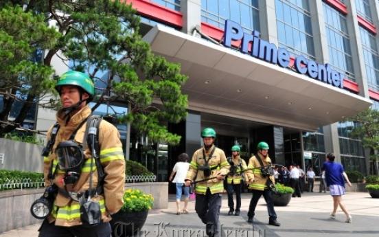 Shaking shopping mall evacuated