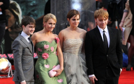Fans gather for Harry Potter premiere in London