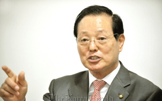 Cho pushes for easier overseas voting