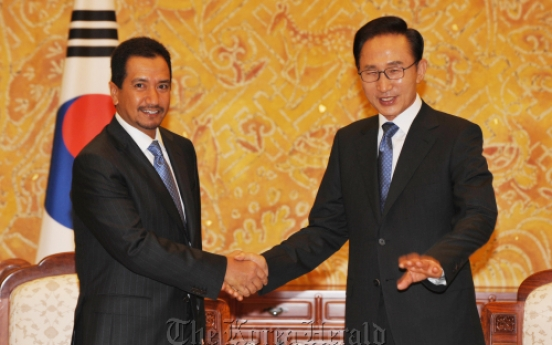 Lee discusses nuclear ties with Malaysian king