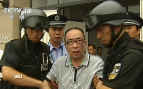 China's No. 1 fugitive sent back after 12 years