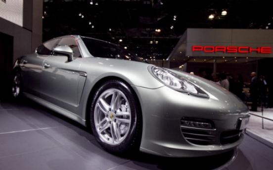 Porsche eyes supercar for growth