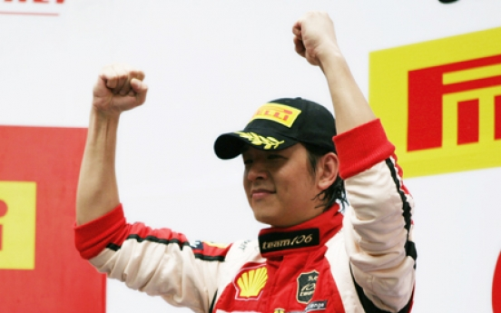 Hallyu star Ryu Si-won wins car racing competition