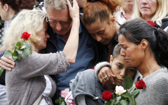 Norway gunman claims active network at court hearing