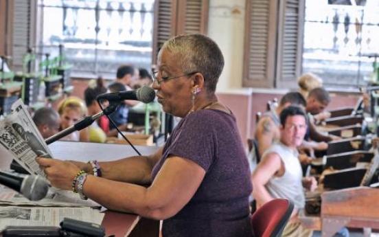 Cuba cigar factory 'readers' keep oral tradition smoking
