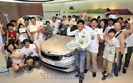 Sonata, K5 hybrids draw global attention