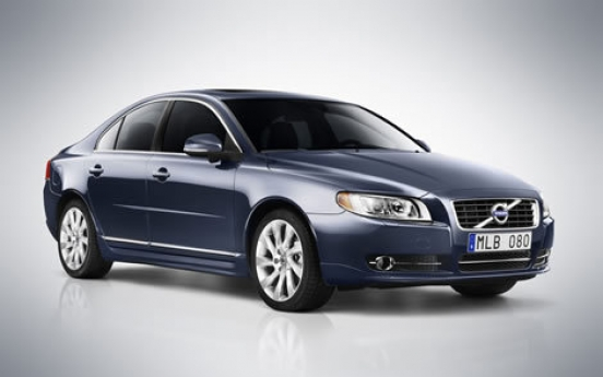 Volvo recalls S80 sedan for steering fluid leak