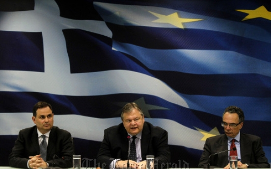 Greece expects recession to deepen