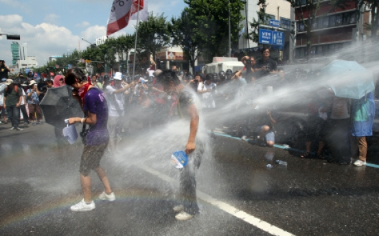 Police fire water cannons at protesters in rally against Hanjin layoffs