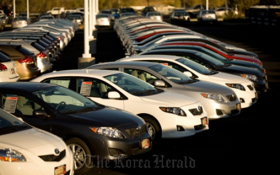 Automakers bet consumers want compact cars