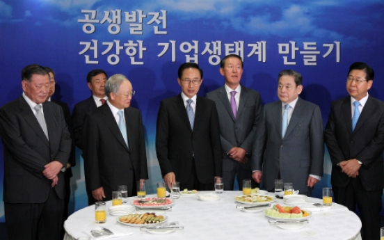 Lee seeks chaebol support on shared growth