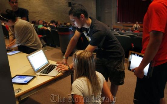 Many U.S. schools adding iPads, trimming textbooks