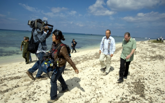 Peter Greenberg uses high-level tour guides