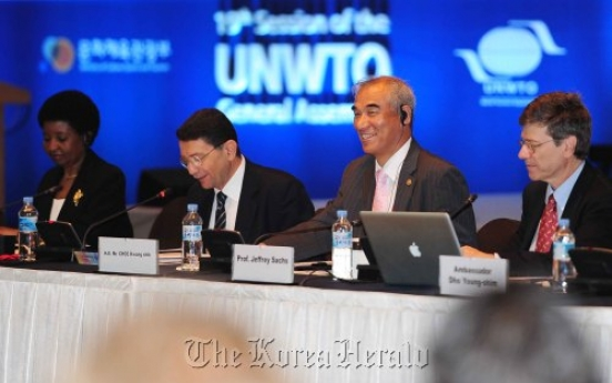 Forum discusses global role of tourism