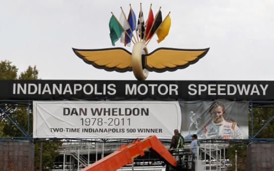 Wheldon's fans leave tributes