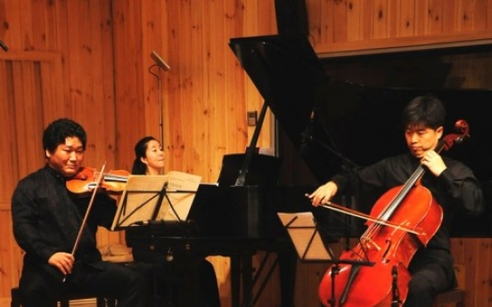 Music penetrates the soul at House Concert