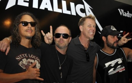 Indian fans run riot as Metallica axes gig