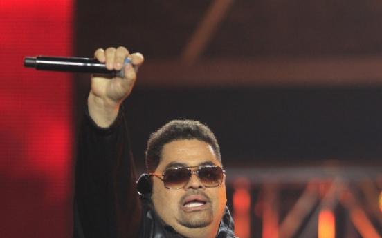 Rap legend Heavy D dies after collapsing