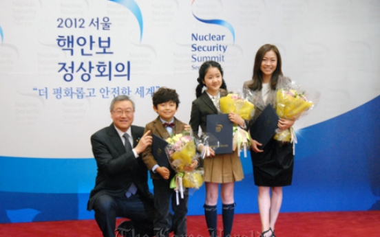 S. Korea names honorary envoys for nuclear summit