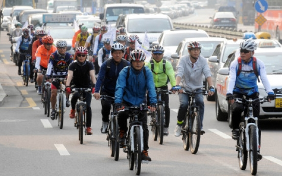 More Koreans taking to two-wheels