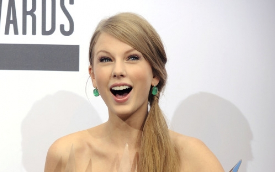 Taylor Swift wins 3 trophies at AMAs